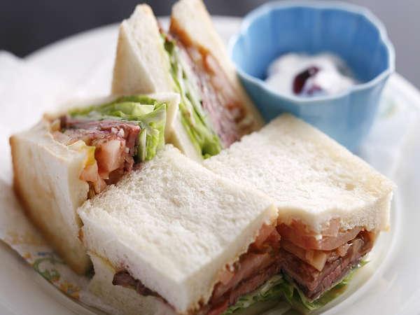 【1泊朝食・現金決済】お部屋でのんびりモーニング♪朝食は『飛騨牛ローストビーフのサンドウィッチ』