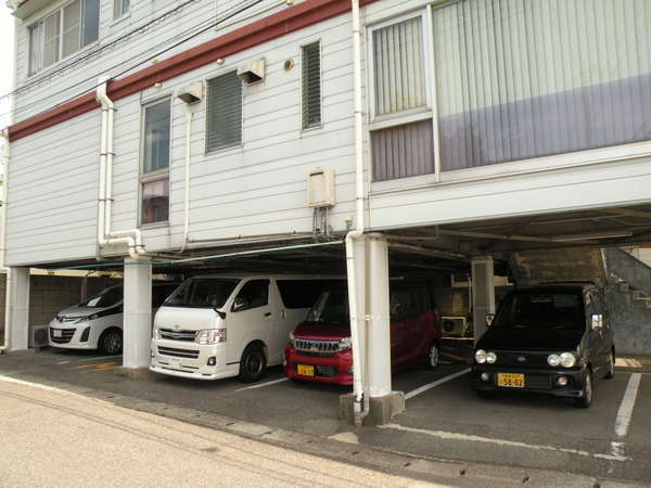 駐車場最大13台