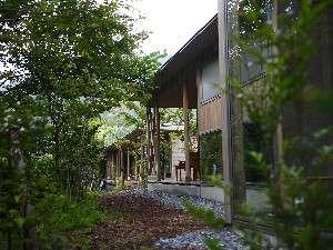 宮崎県・猪八重渓谷にある人と自然が共生するエコ・ラグジュアリー旅館「北郷 音色香の季 合歓のはな(きたごう ねいろがのとき ねむのはな)」