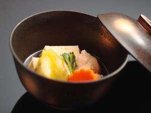 愉しいお食事はこだわりの純米吟醸とともに。