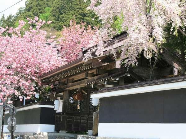 戸隠神社宿坊 山本館の外観