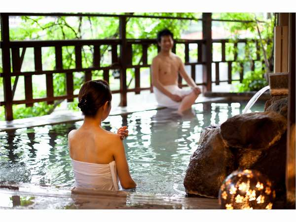 男女別大浴場は、19時より無料で貸切OK♪嬉野川のせせらぎを聴きながら、良泉を独占!