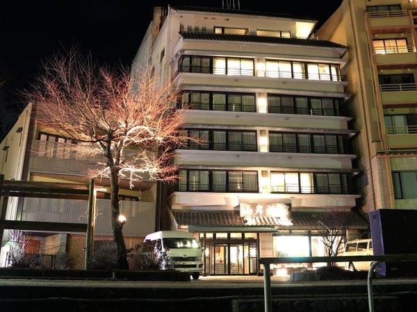 山岸旅館の外観写真です。
