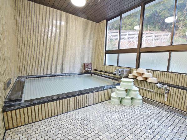 浴室(大)。天然温泉【厨(くりや)温泉】です。24時間、いつでもご入浴OK。