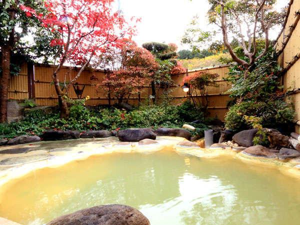 <露天風呂>風情漂う露天風呂で、季節の移り変わりを感じてみては・・・