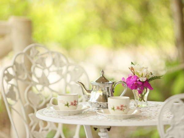 お天気のいい朝は外で珈琲でもいかがでしょうか。