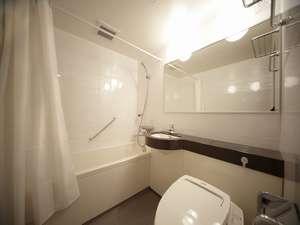 客室の浴室はゆったりと入浴できるよう浴槽も大きめに御用意しています。