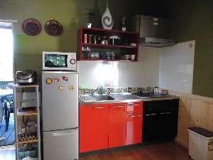 キッチンは広く、リビングでの飲食、BBQコーナーにも近く最適に仕上げました。