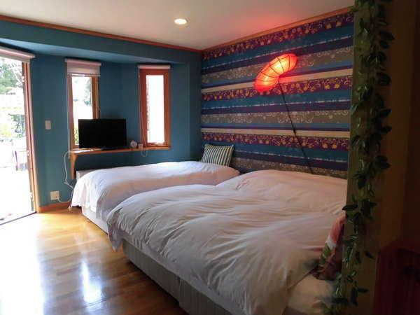 C棟の寝室の壁をチェンジ