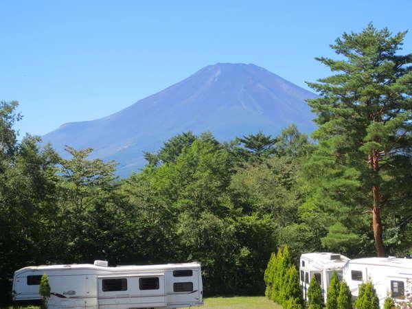 山中湖畔 リゾートキャンプ 撫岳荘の外観