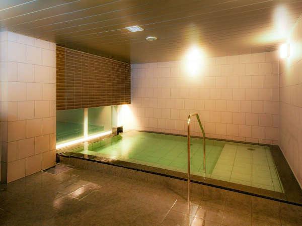 ゆったりと足を伸ばしくつろげる宿泊者専用大浴場は無料でご利用頂けます。