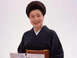 女将 田村久美子 笑顔座の座長で歌を唄うのと紙芝居を読むのが大好きです。