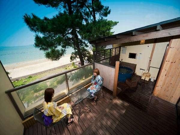 日本海・庭園一望露天風呂付客室【Ctype】・「ふくじゅそう」から見た眺め(一例)。海風と波音が心地よい。