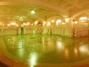 畳250畳分!!いちどに300人が入浴できるほど巨大な「ローマ風呂」