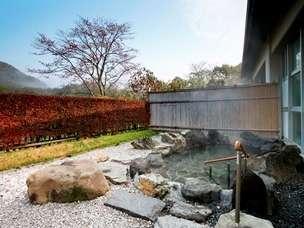 万寿山を望むことができる露天風呂です。
