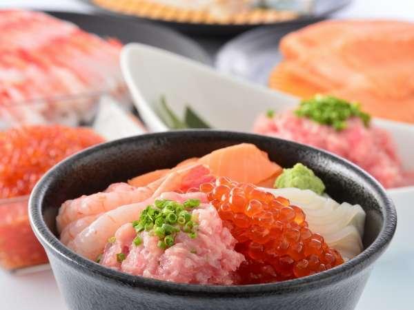 【朝食ビュッフェ】 海鮮丼用の酢飯もご用意!お好みのネタでオリジナル丼を☆