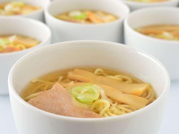 【朝食ビュッフェ】ライブキッチンでは、函館塩ラーメンも!トッピングはお好みで☆
