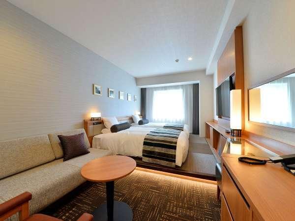 ベッドサイドに琉球畳を使用した和モダンなお部屋です