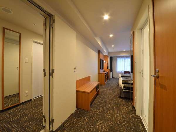 隣り合わせの部屋を内側のコネクティングドアでつなげたお部屋はグループ旅行におすすめです