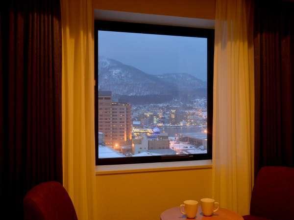 本館の客室は、函館山から街並みまでご覧いただけるお部屋もございます