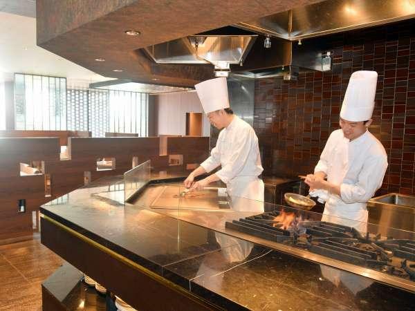 【朝食ビュッフェ】ライブキッチンでは、出来立てのお料理をご提供します!