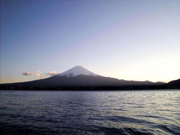 河口湖から富士山を望む。まさに絶景です
