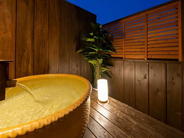 露天風呂付客室で上質なひとときをお過ごしください。