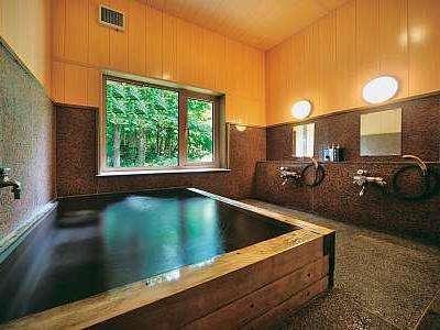 木の香りとBGMで癒してくれる浴室 岩盤浴温泉ブラックシリカ使用