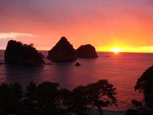 夕日百選・【日本一と称される夕陽】をロビー、露天風呂からご覧いただけます