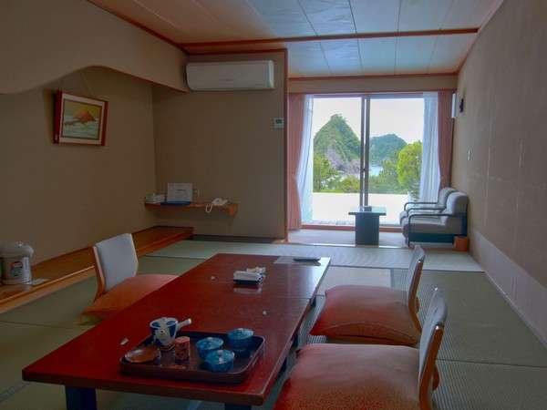 三四郎島を望む海に面した和室10畳