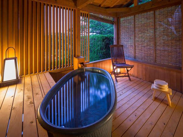 2階海側露天風呂付客室の露天風呂