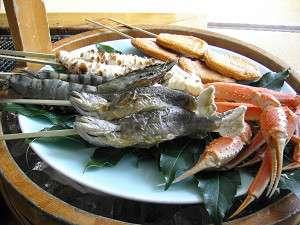 清流岩魚やズワイ蟹も炭火で焼いちゃう