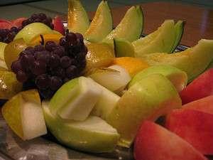 夕食後に嬉しいフルーツ盛りのサービス♪
