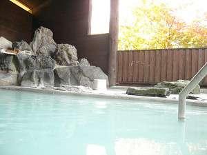 深さ1mの大露天風呂「水沢温泉」にご入浴