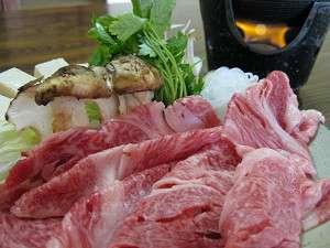 風味豊かな松茸とA4ランクの秋田錦牛をすき焼きで味わう