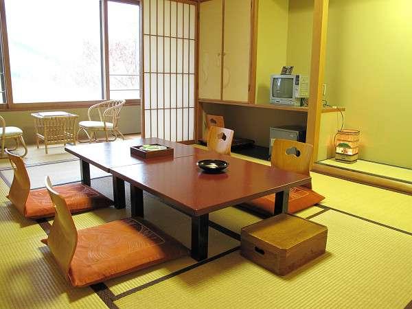 落ち着いた雰囲気でゆったりとできる西館客室