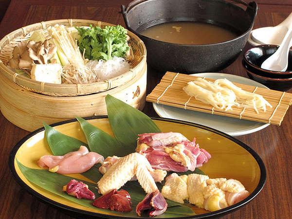 比内地鶏のガラでとった白湯スープに比内地鶏と旬のお野菜、稲庭うどんで満足