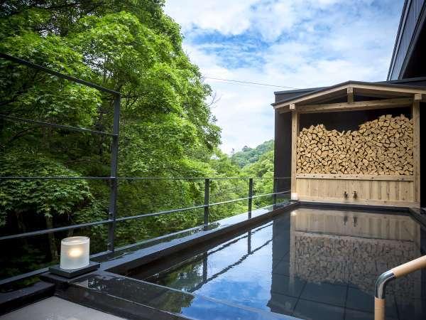 渓谷を見ることができる大浴場併設の露天風呂