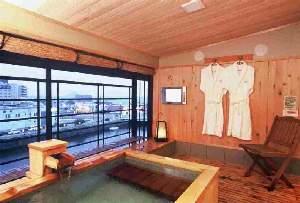 【祥苑 客室専用露天風呂】浴室には液晶TV設置人目を気にせず温泉を堪能