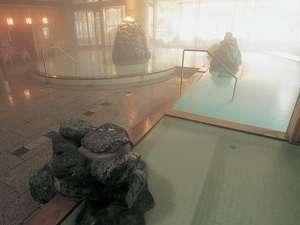 千勝の湯(大浴場)露天風呂の他に内風呂が高温・低温・掛け流し・寝湯4つの浴槽あり