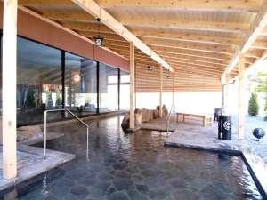 清涼の湯(大浴場)の露天風呂。広々とした湯船。
