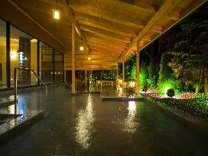 2007年4月下旬にリニューアルオープンした「清涼の湯」の露天風呂です