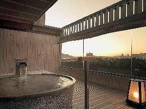 展望貸切露天風呂。夕暮れの景色もロマンチック☆(展望貸切露天風呂 霧の間)