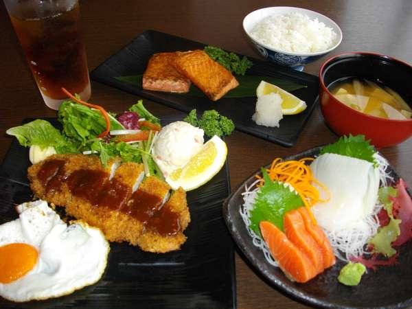 居酒屋「魚ひら」特製定食です。(一例)