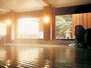 天然温泉掛け流しの大浴場にはぬる湯とあつ湯が有り◎