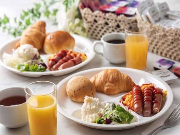 無料軽朝食サービス。7:00~10:00(最終入場9:30)迄ご宿泊のお客様皆様にサービスしております。