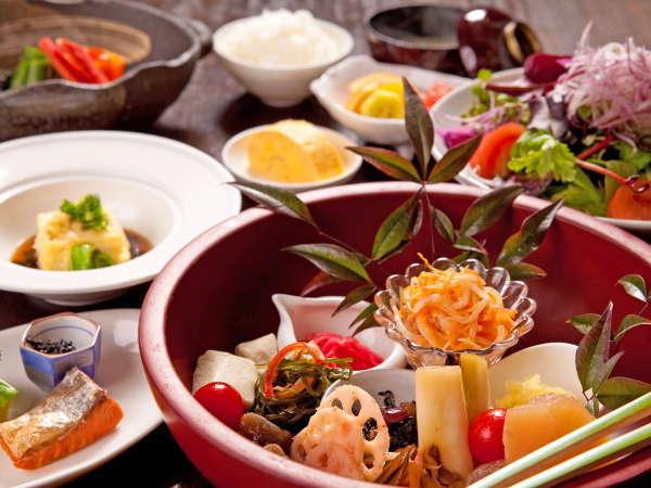 由布院の新鮮野菜のご馳走 ー葦束自慢の朝ごはん付きー ≪一泊朝食≫