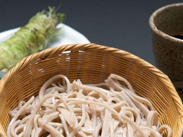 *自慢の「手打ち蕎麦」が好評です!小菅村の特産品「ワサビ」と一緒にどうぞ♪(料理一例)