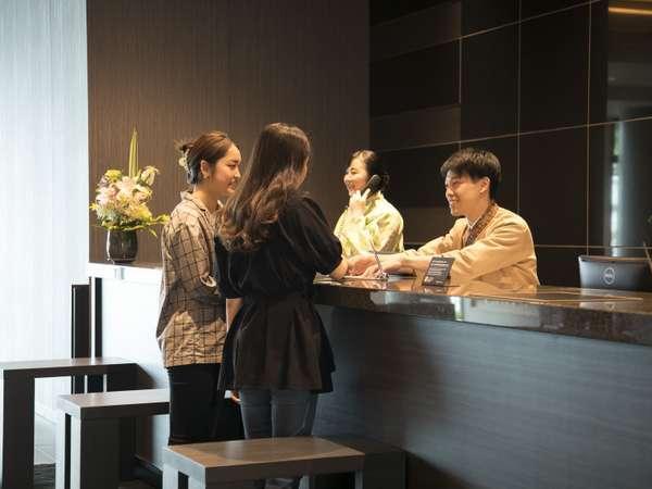 <フロント>ご観光・ビジネス 様々な用途に応じ、皆様のご利用をお待ちしております。 ※イメージ