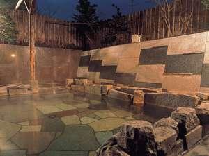 良質な褐色の湯にリピーターも多い殿湯露天風呂